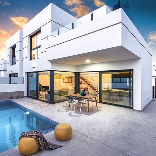 Nowoczesny dom z basenem.